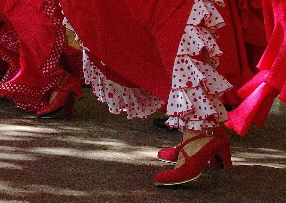 Z archiwum Pixabay https://pixabay.com/en/red-skirts-spanish-shoes-dance-364104/