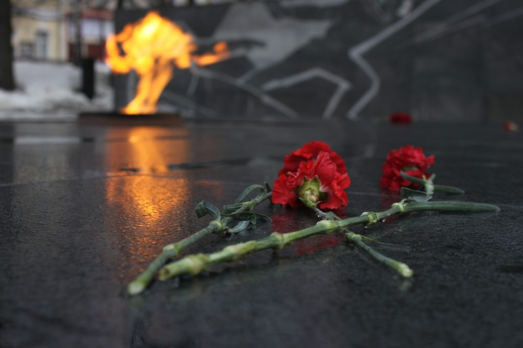 Z archiwum Pixabay https://pixabay.com/en/victory-day-may-9-the-eternal-flame-834612/