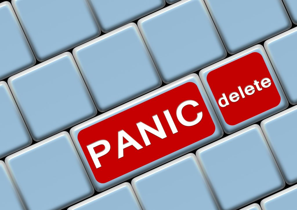 Z archiwum Pixabay https://pixabay.com/en/keyboard-button-panic-eliminates-155722/